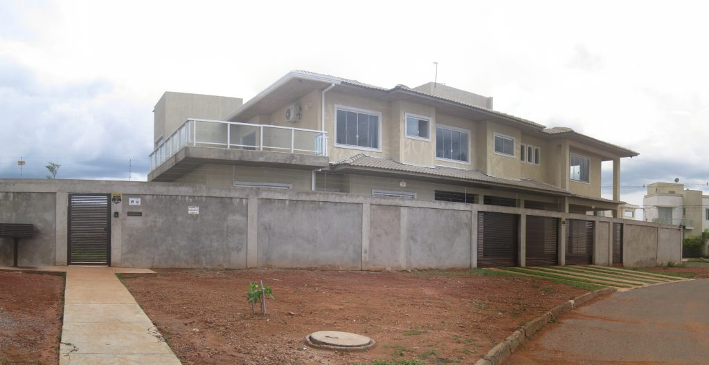 Casa a venda 1 suite 3 vagas garagem churrasqueira Jardim Botanico III